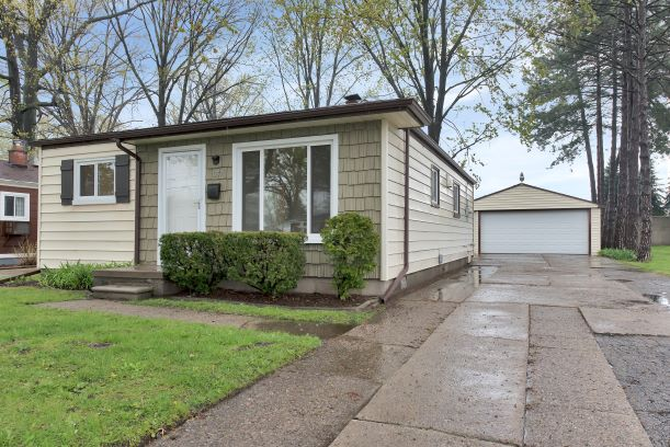 I am Proud to Introduce 1757 E. Greig in Madison Heights, 48071!! This Home is being offered for $143,333!