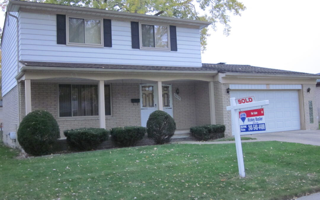 SOLD – 30129 Manor Drive in Madison Heights, 48071!! MLS #2200077701