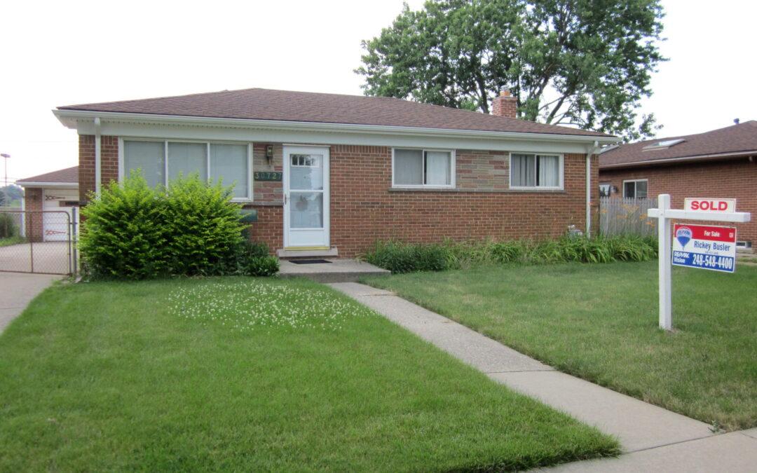 SOLD - 30727 Roan Drive in Warren, 48093!