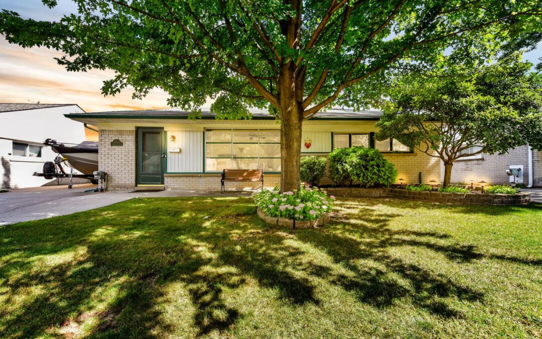 My Seller's Absolutely Adorable Home at 25624 Miracle Dr. in Madison Heights, 48071, is now being Offered for $161,111!!